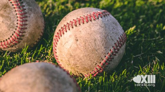 Il lancio perfetto di una suora: la fede si gioca in campo